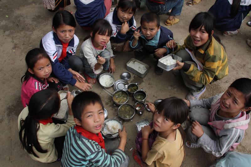 """图片名称:广西隆林县克长乡烂滩小学的""""露天餐厅""""图片"""